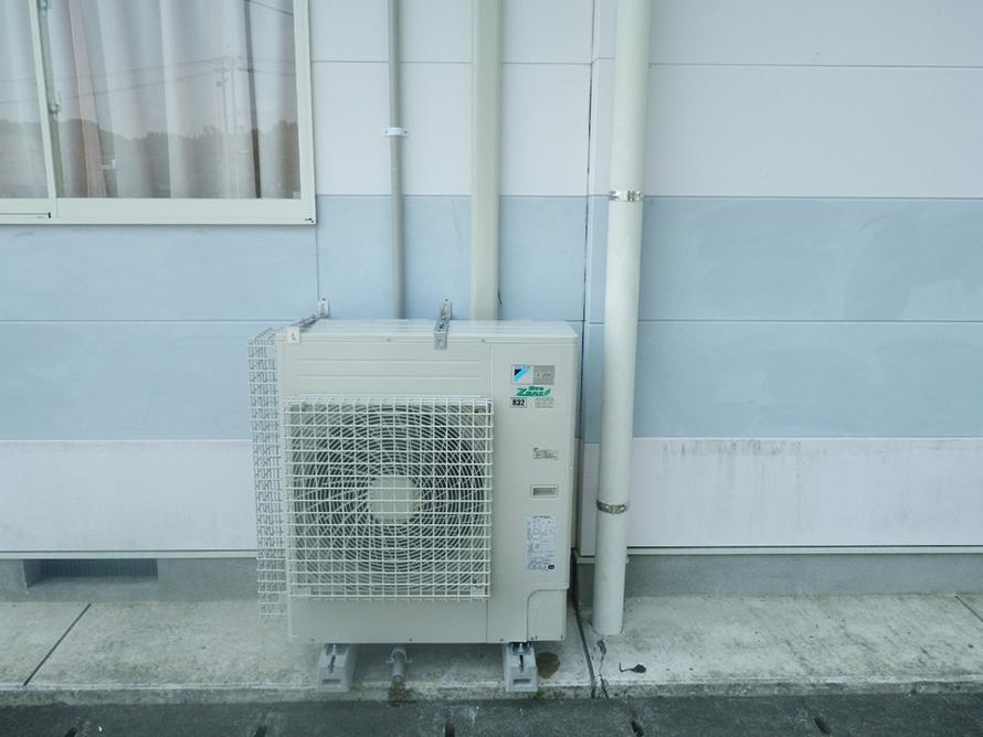 施工写真:南部幼稚園遊戯室空調設備設置工事3